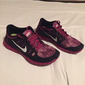 Magneta Womens Nike Free 5.0 Running Shoes